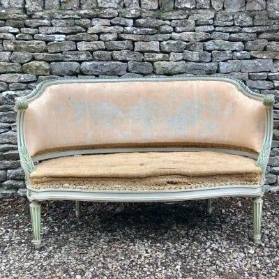 Corbeille sofa main