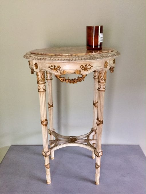 Oval Table Main