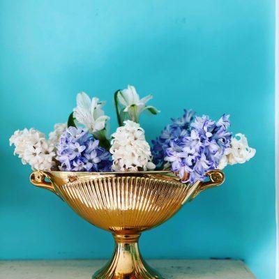 gold vase 1